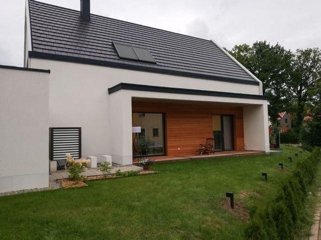 Südansicht mit Terrasse eines erstellten Hauses