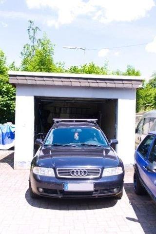 Garage und ausreichend viele PKW-Stellplätze