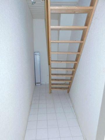 Abstellraum / Treppe zum Dachboden