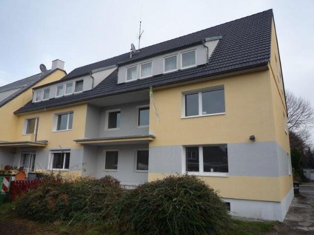 Rückseite mit Balkon und Gartenausgang