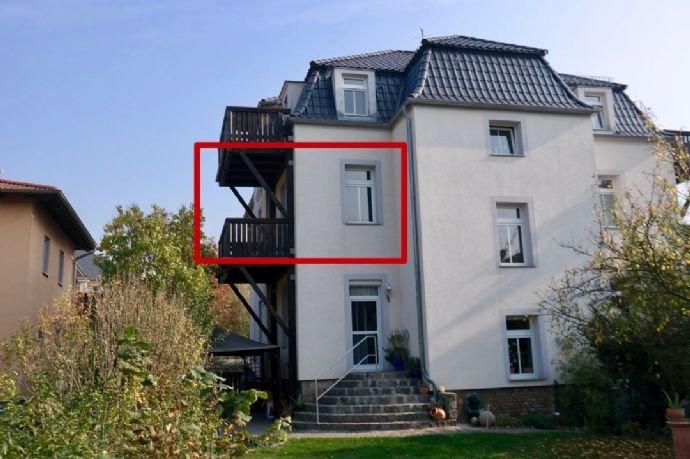 Lage  Wohnzimmer mit Balkon