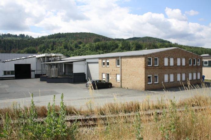 Bürogebäude mit Lager und Anlieferung