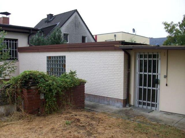 Garage mit Nebengebäude