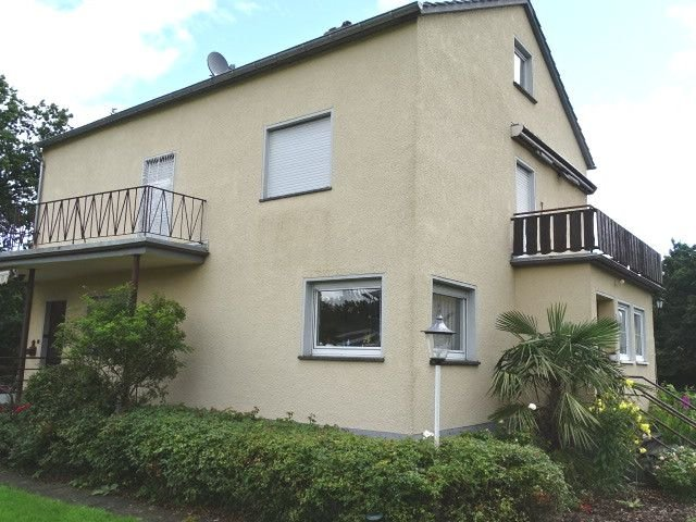 Haus seitlich mit Balkon
