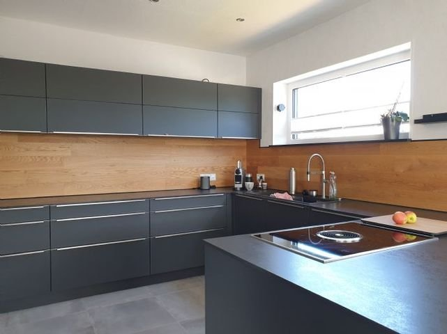Blick in die Küche mit viel Platz