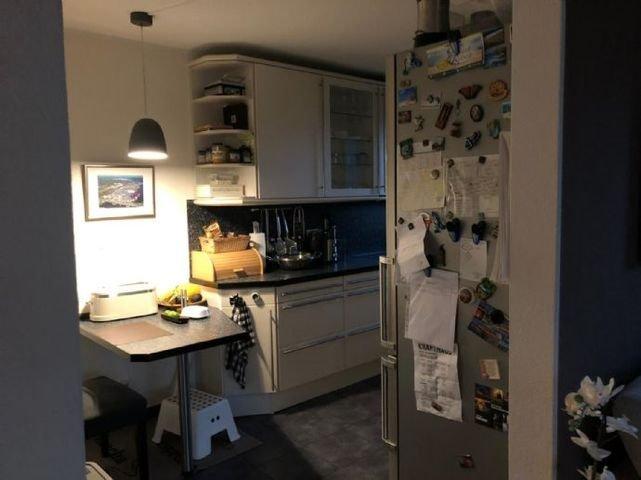 Moderne helle Einbauküche