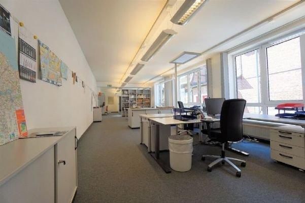 Büroplätze EG.
