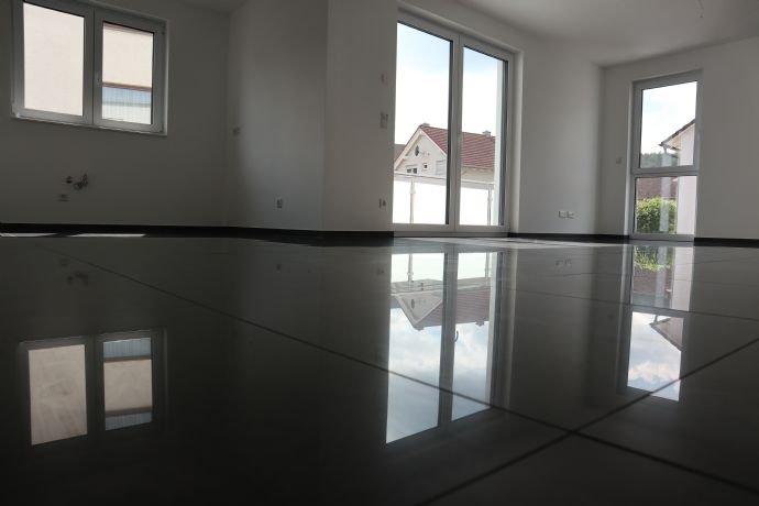 Küche / Essbereich / Wohnzimmer F1
