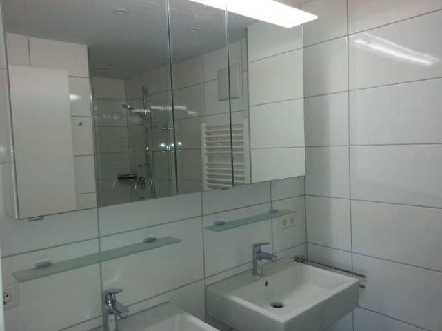Zwei Waschbecken im Bad