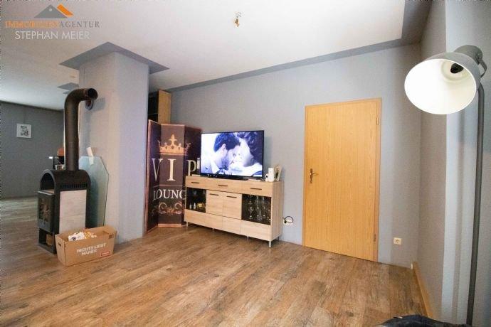 EG Wohnung rechts – Wohnzimmer mit Ofen