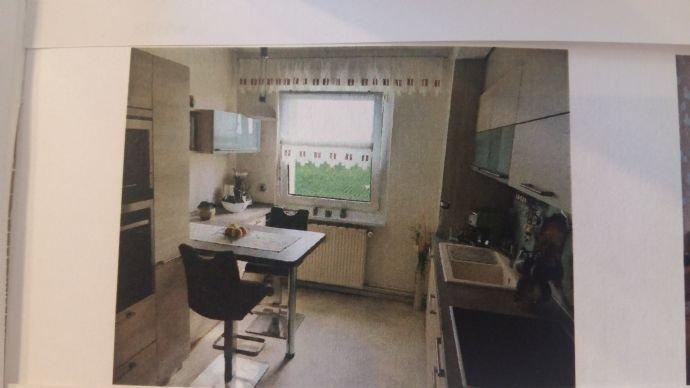 Küche mit Fenster & Einbauküche mit Geräten