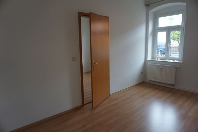 Wohnzimmer m. Blick zum Schlafzimmer