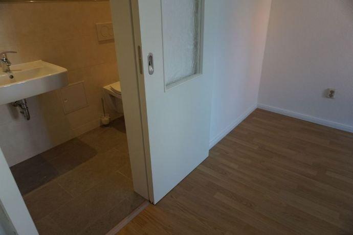Schlafzimmer mit Zugang zum Bad