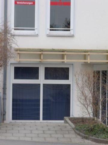 Fensterfront straßenbegleitend