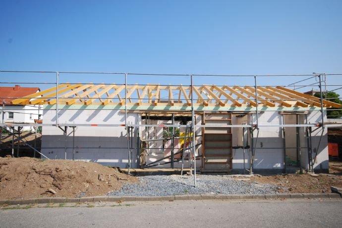 Südsicht in Bau befindlicher Bungalow in Michelau