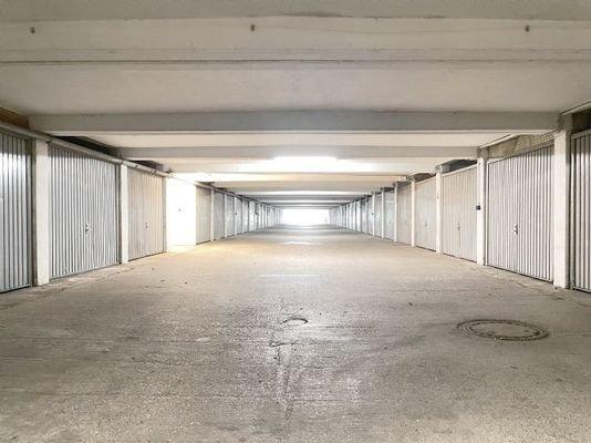 Garagenzufahrt innen