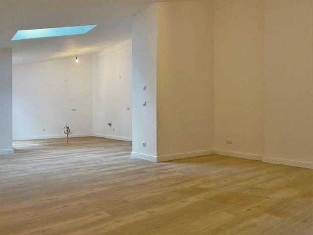 Wohnzimmer/Essbereich, Blick zur offenen Küche