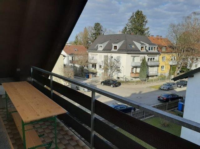 Großer komplett überdachter Balkon