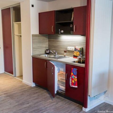Küchenzeile mit Einbauschrank