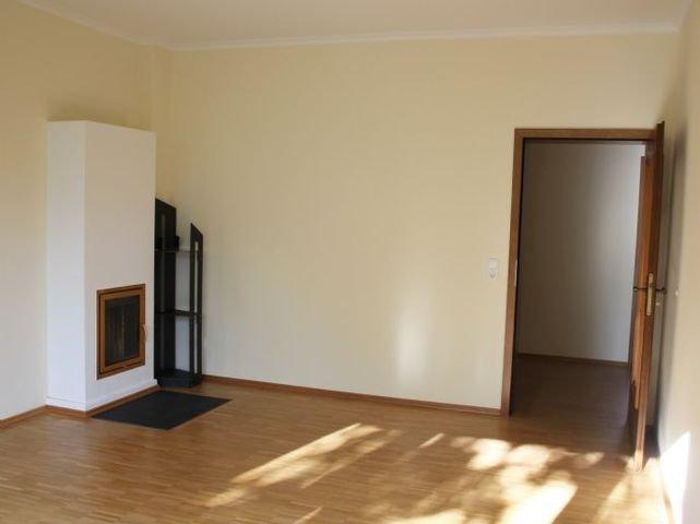 EG Esszimmer mit doppeltem Kamin zum Wohnzimmer
