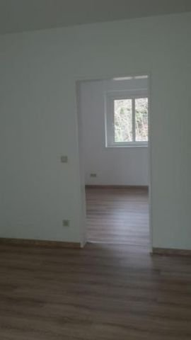 Blick v. Wohnzimmer ins Schlafzimmer