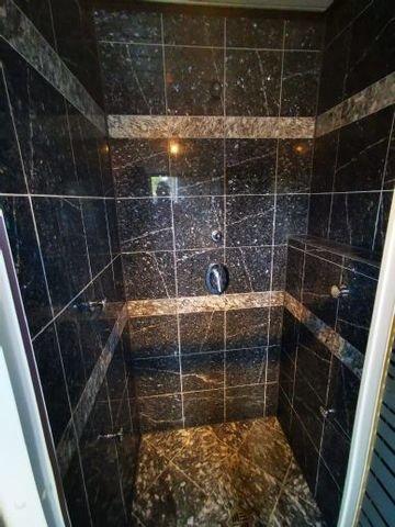 Dusche im unteren Wohnbereich