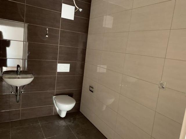WC und Raum für Waschmaschine