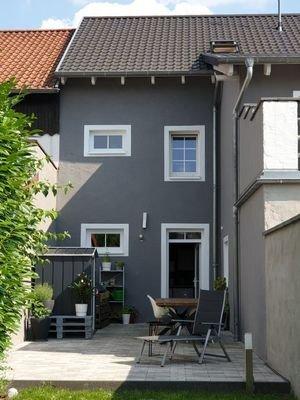 Rückansicht  Haus  + Terrasse