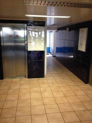 Eingangsbereich mit 2 Fahrstühlen