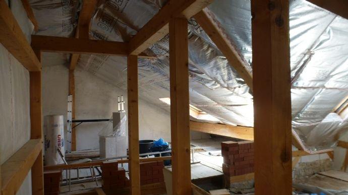 Dachgeschoss mit Balken/Fachwerk