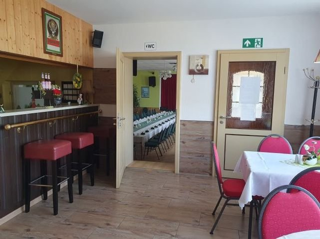Bar mit Zugang zum Saal