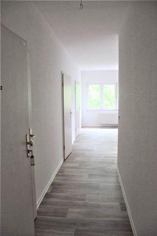 Wohnungstür Richtung Zimmer 2