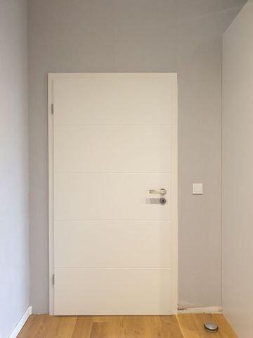 Extra breite Tür im Ankleideraum