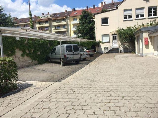 Bild 23 Überdachter PKW- Parkplatz im Innenhof