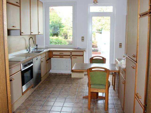 EG Landhausküche m. Gartenblick - Tür zur Terrasse