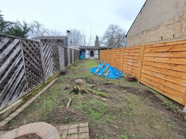 Gartenbereich mit abschließenden Schuppen