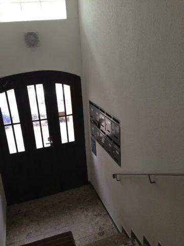 Hauseingang mit innenliegenden Briefkästen