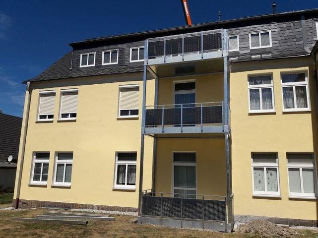 2020: Neue Balkone werden montiert