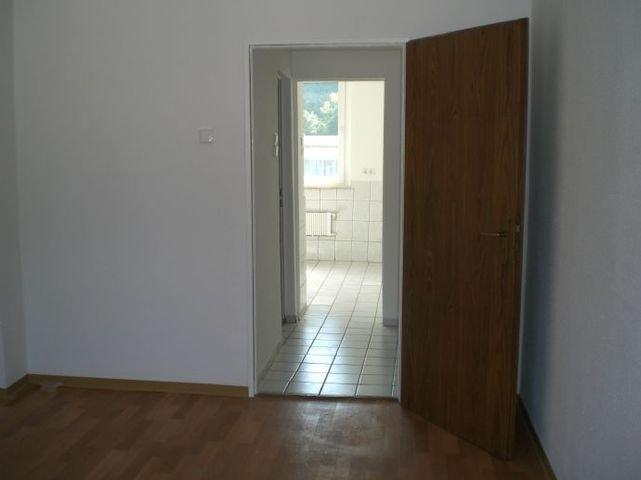 Wohnzimmer Blich zum Flur und zur Küche