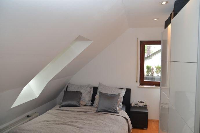 Schlafzimmer/Arbeitszimmer mit Velux Fenster