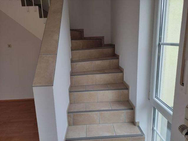 Treppe zum Raum im DG