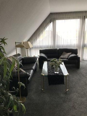 Wohnbereich mit Galeriefenster