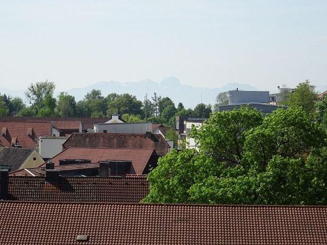 Blick über ebersberg bis hin zu den Bergen