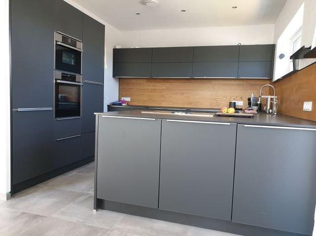 Küchendesign mit matten und zeitlosen Flächen