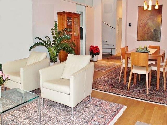 Wohn- und Esszimmer mit angrenzender Küche