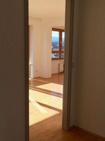 Blick von der Diele in das Wohnzimmer