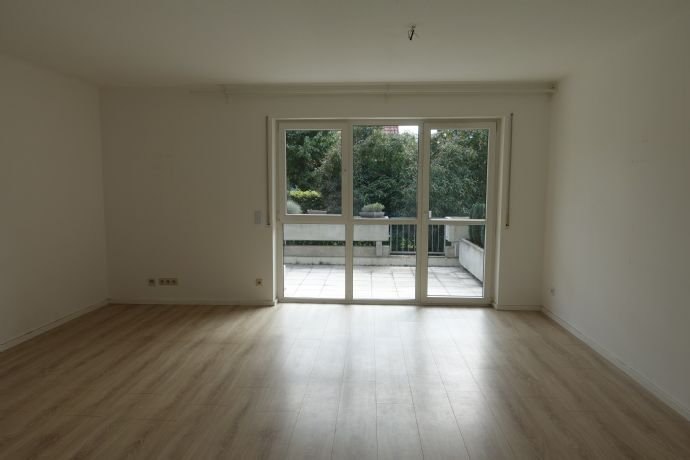 Wohnzimmer mit Zugang Terrasse