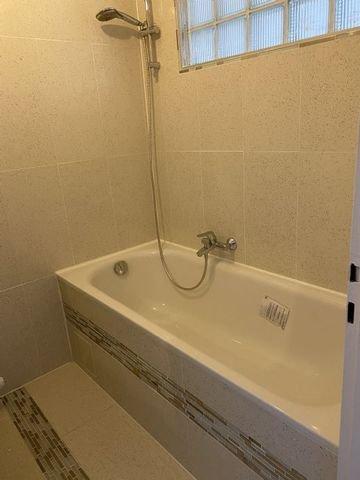 Bild 19 Badewanne mit Dusche