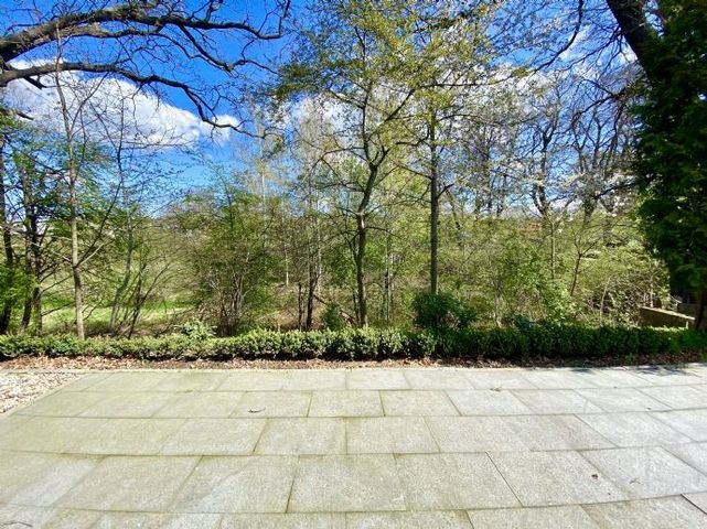 Terrasse an der Wohnküche mit Blick ins Naturschut