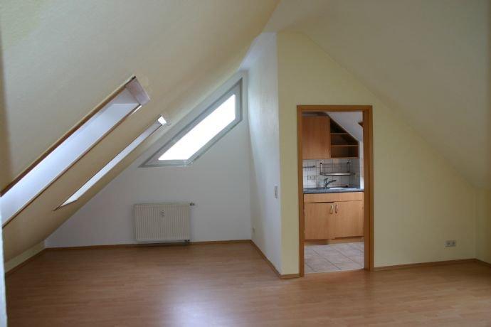 Wohnzimmer mit Blick Küche